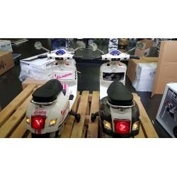 ELEKTRISCHE KINDERSCOOTER VESPA GTS SUPER 12V ROZE STRIPING